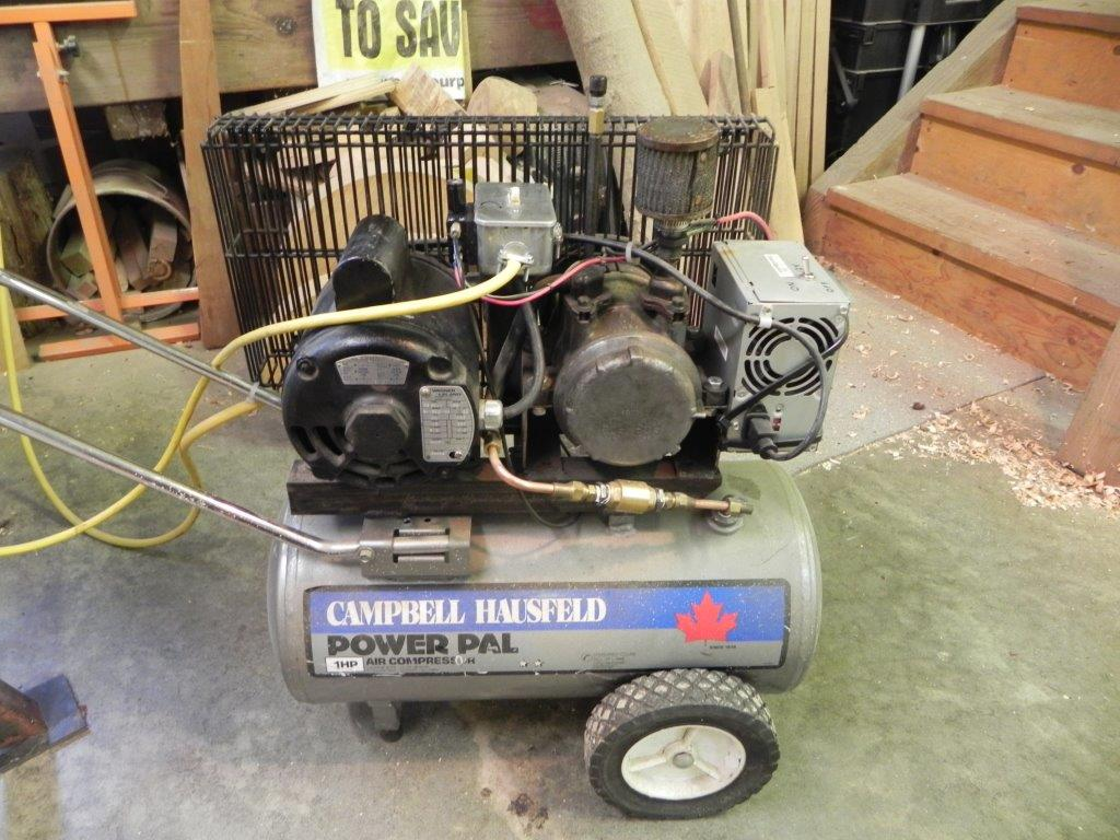 Vacuum pump with extra accessories