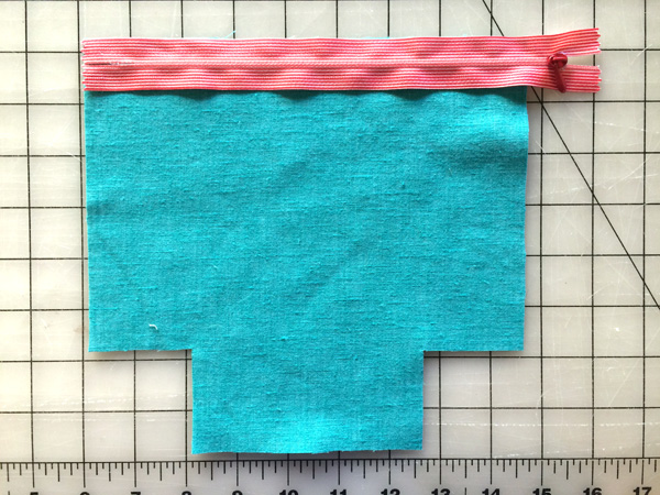 place zipper on the lining