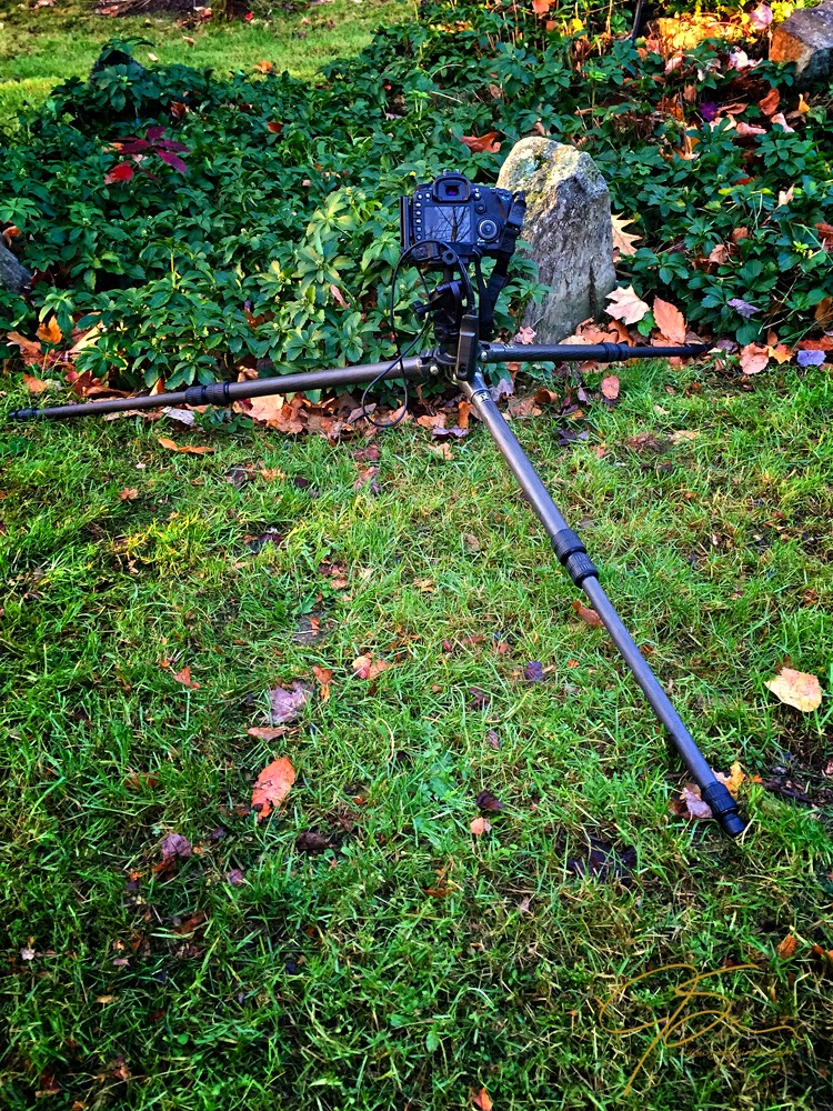 camera_on_tripod_
