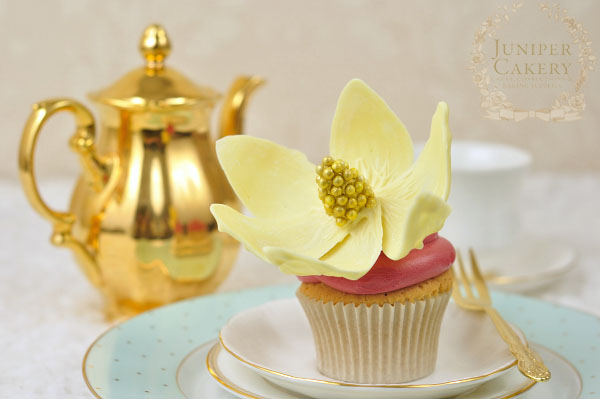 Make chocolate flowers for cake decorating