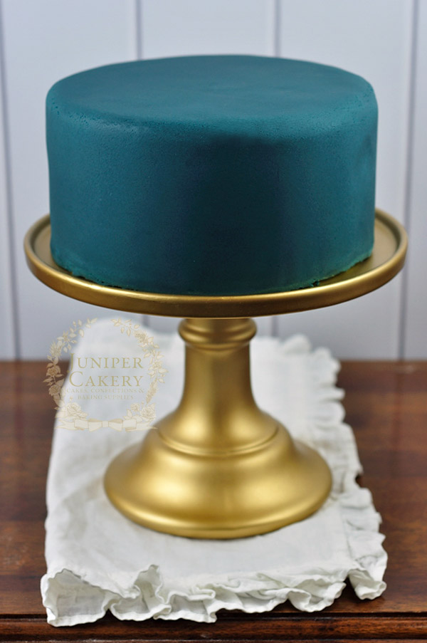 How-to on covering a cake with rolled fondant