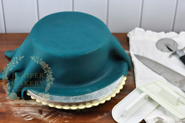 How to cover a cake with fondant by juniper Cakery