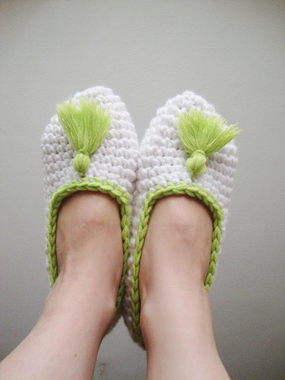 Slippers with Tassels crochet pattern