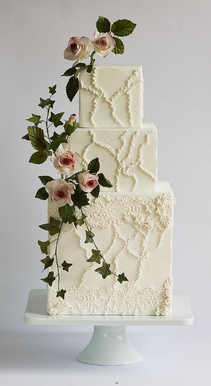 Roses and ivy cake by Bluprint member ModernLovers