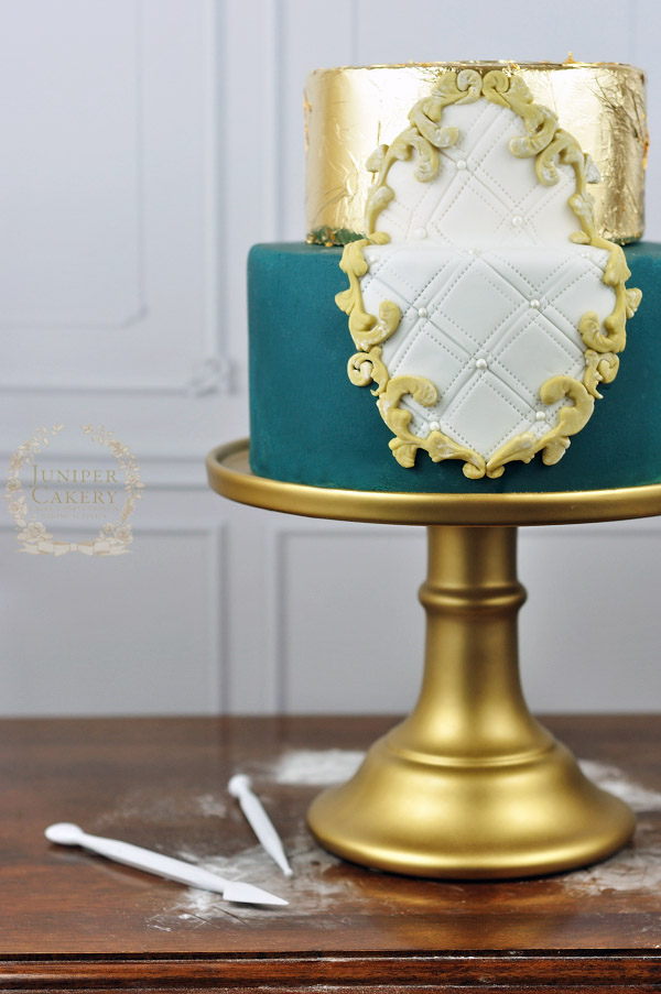 Create a framed cake with this tutorial