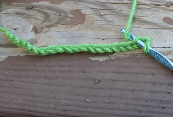 wrap yarn around hook