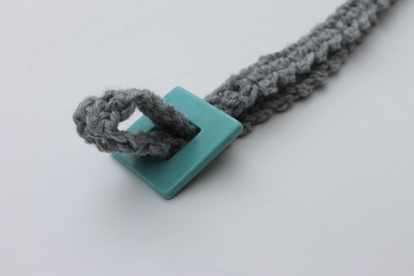 Knotting the crochet necklace