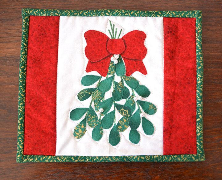 Mistletoe Mug Rug Christmas Applique