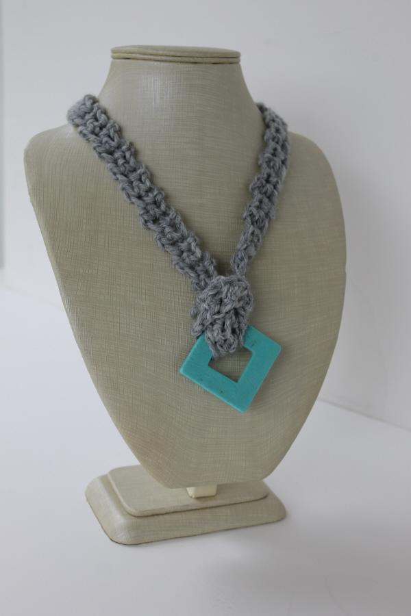 Simple crochet necklace