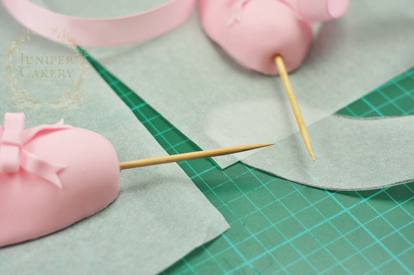 How to make a fondant ballet slipper