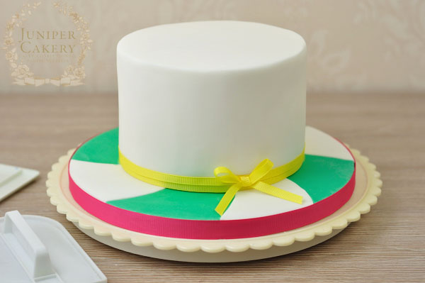 Step-by-step tutorial for making a fun candy themed cake by Juniper Cakery