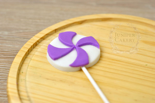 Gum paste pin wheel swirl lollipop how-to by Juniper Cakery