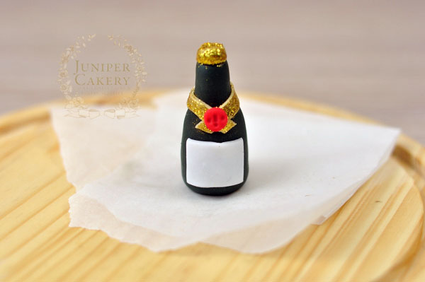 Champagne bottle cupcake topper tutorial for New Year's Eve parties by Juniper Cakery