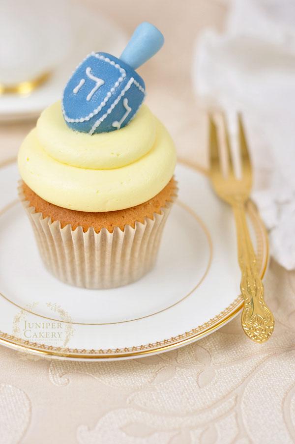 How to make fondant dreidel cupcakes by Juniper Cakery