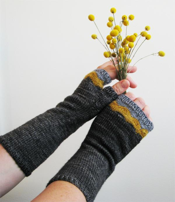 Maroo Mitts knitting pattern