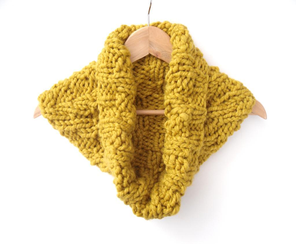 Chunky Chevron Cowl knitting pattern