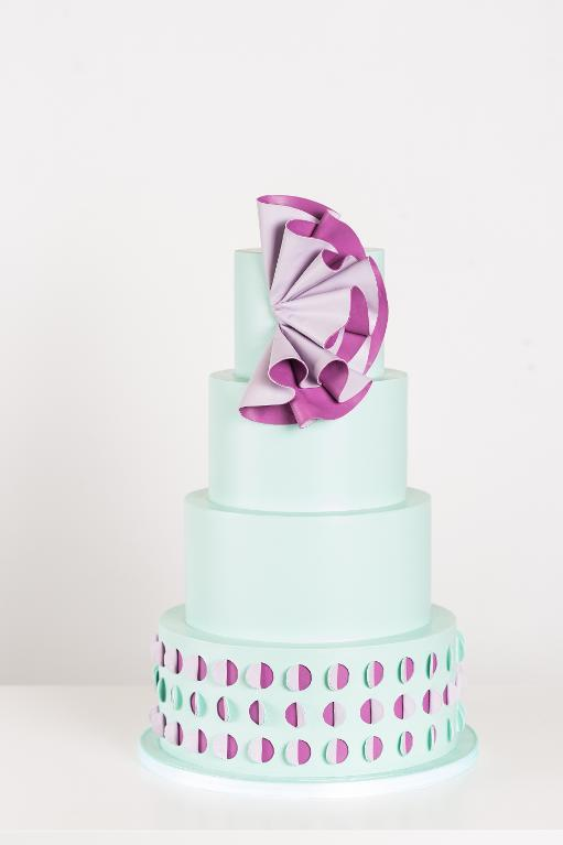 Color reveal cake by Bluprint instructor Rachael Teufel