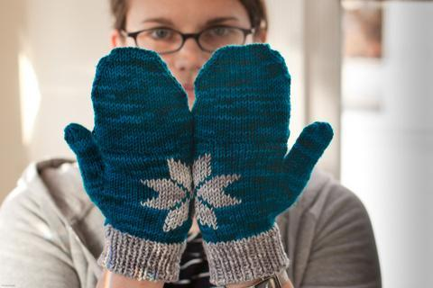 Two Hands Make a Snowflake Mittens knitting pattern