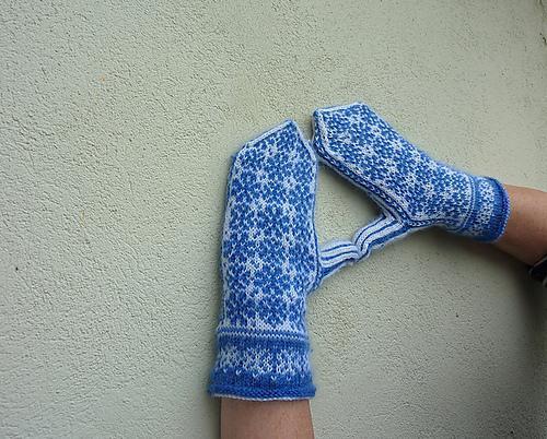Snowflake Mittens knitting pattern