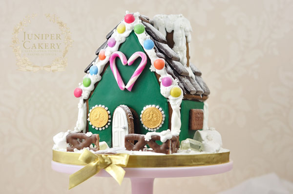 How to make a gingerbread house tutorial by Juniper Cakery