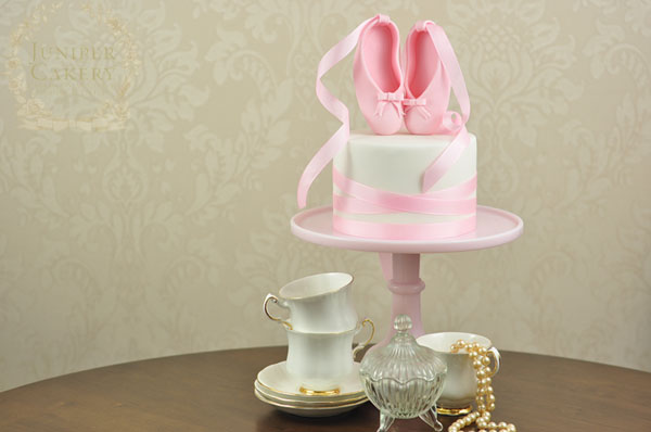 Ballet slipper cake tutorial by Juniper Cakery