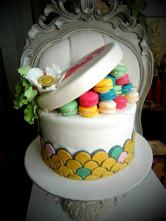 Macaron hat box cake