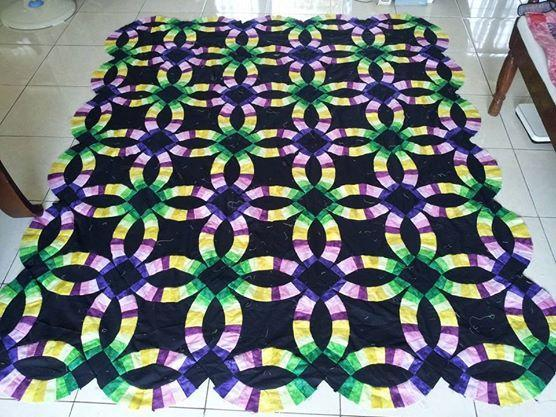 Colorful Double Wedding Ring quilt