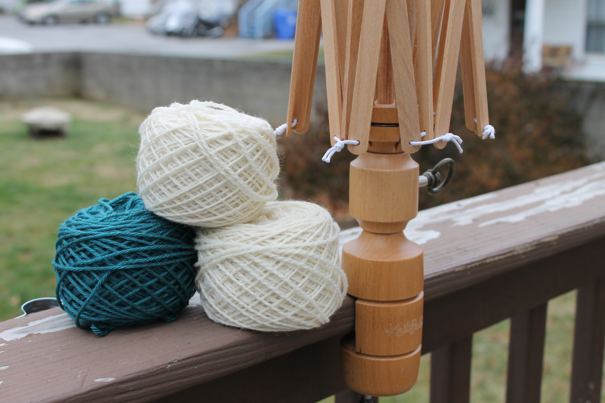 How to use a yarn swift