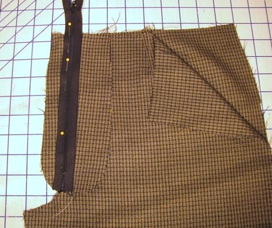 lay zipper along center front seam