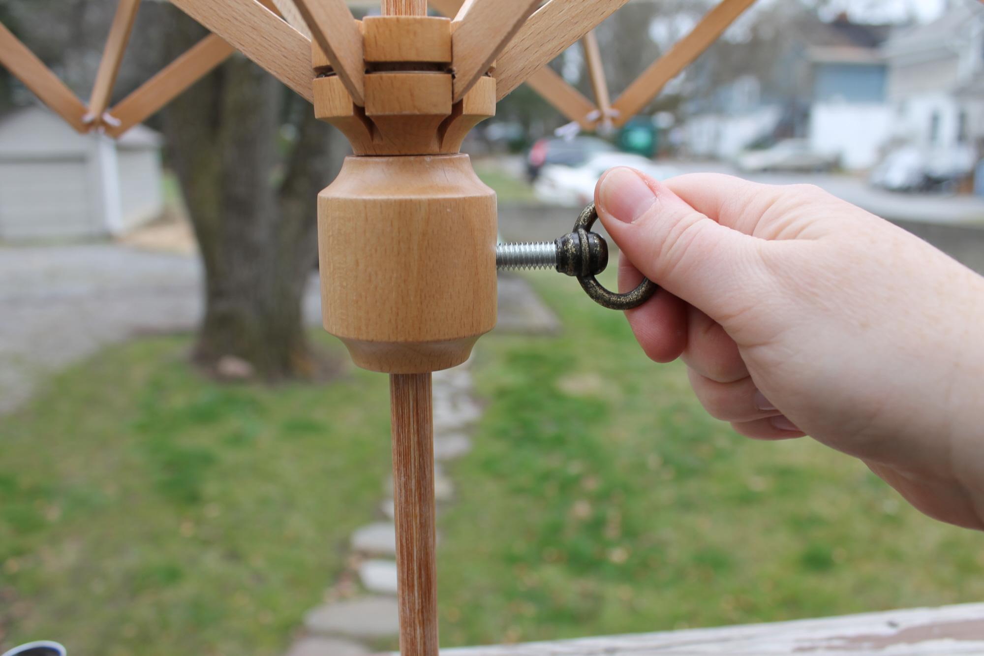 Securing a yarn swift