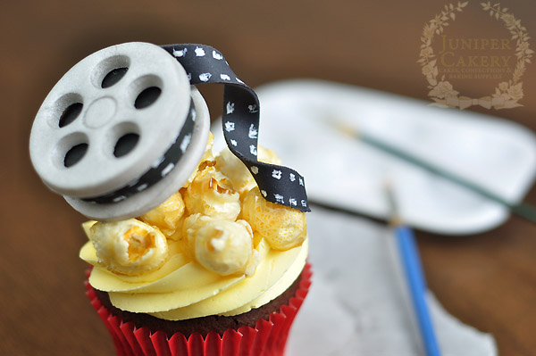 Make film reel cupcakes for an Oscars party