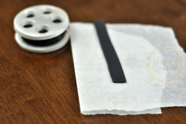 Make some quick and fun movie reel cupcake decorations with this tutorial from Juniper Cakery