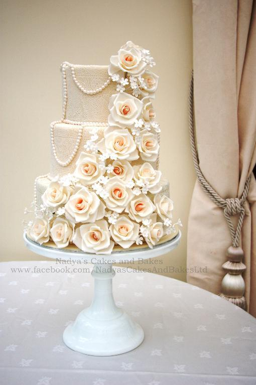 Romantic roses and pearls cake