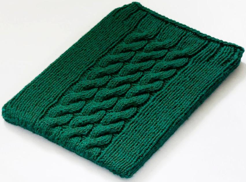 Cabled ipad sleeve knitting pattern