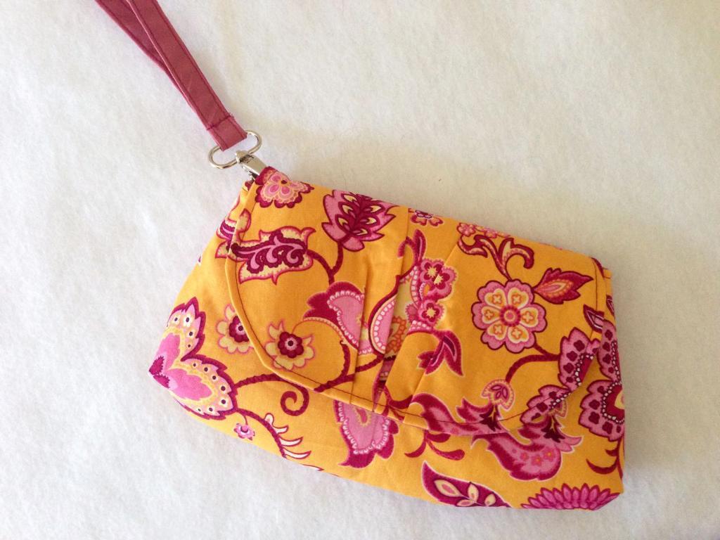 Pink Peony Bag free wristlet pattern