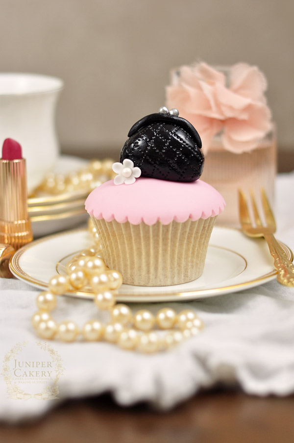 How to make a fondant purse cupcake topper on Bluprint