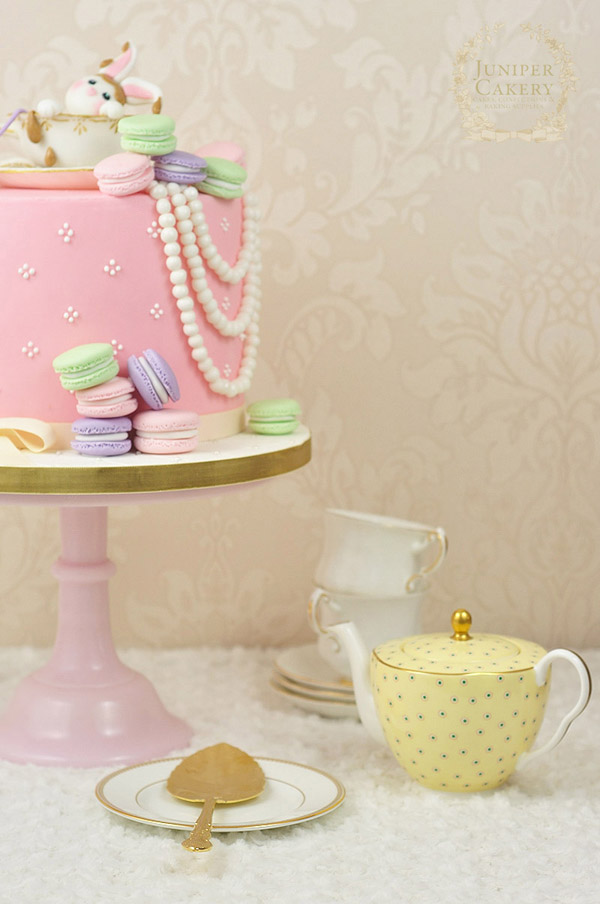 Tutorial on how to make an edible tea cup by Juniper Cakery