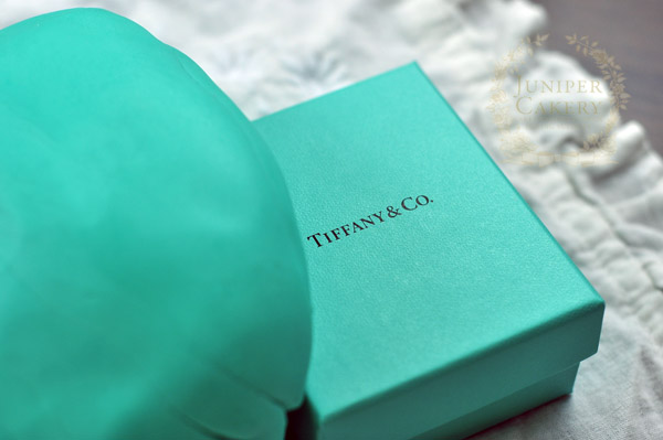 How to color fondant Tiffany blue