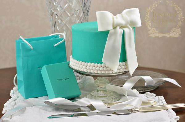 Make a gorgeous Tiffany and Co inspired cake on Bluprint!