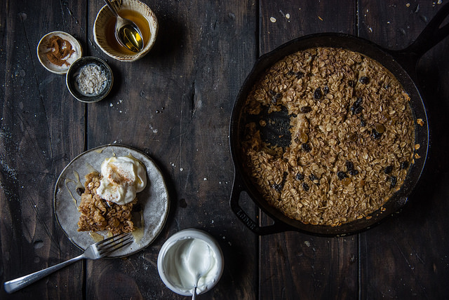 Cinnamon raisin cookie baked oatmeal