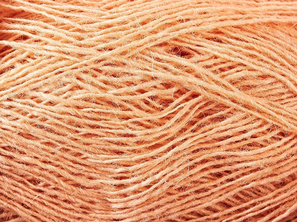 Lopi Einband Yarn in Peach