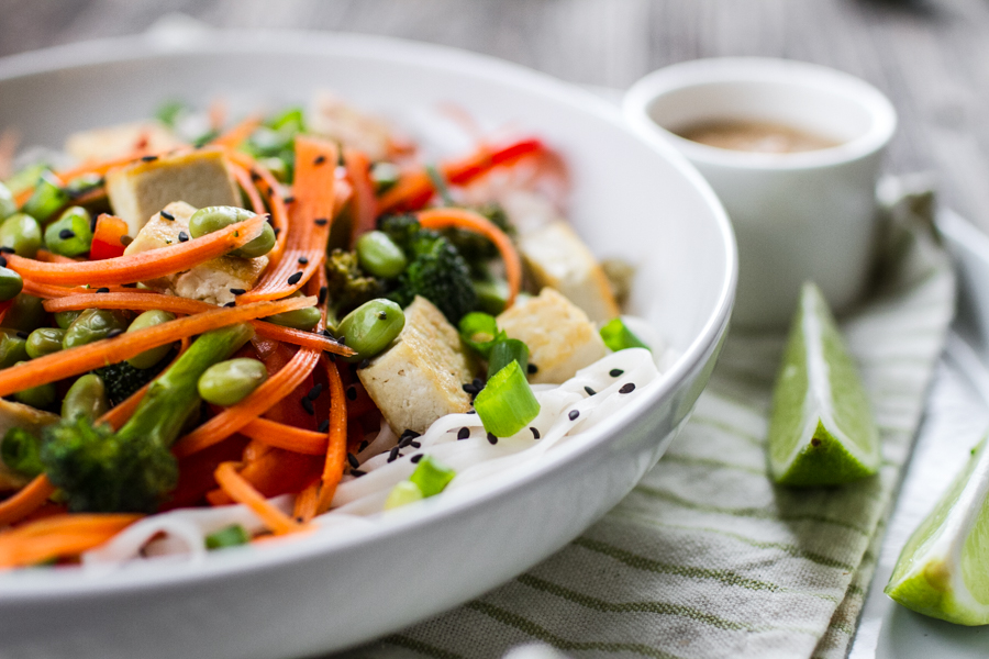 Healthy Veggie Noodle Bowl With Peanut Sauce