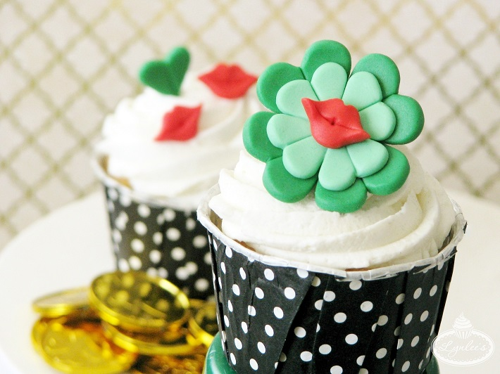 Kiss Me I'm Irish St. Patrick's Day cupcake fondant topper tutorial
