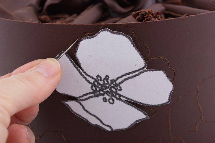 Painting on chocolate step2