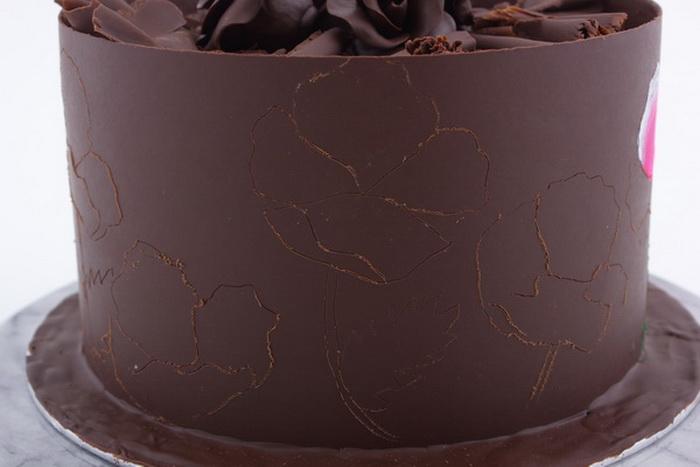 Painting on chocolate step3