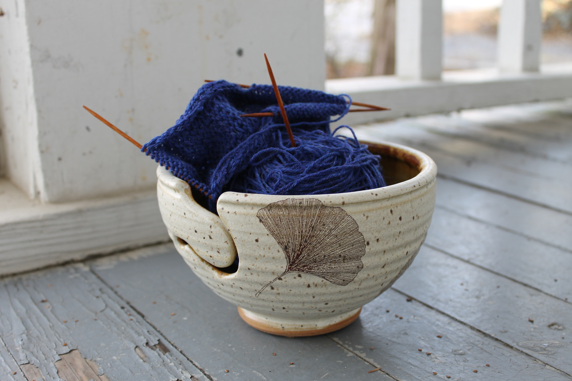 Using a yarn bowl for even tension