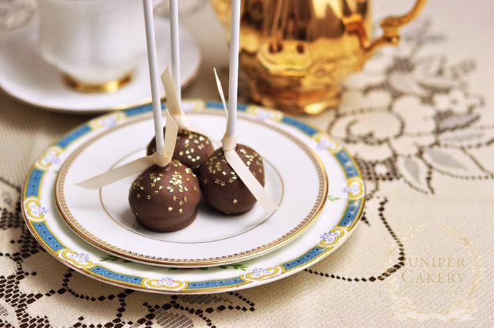 Amaretto and chocolate cake pops