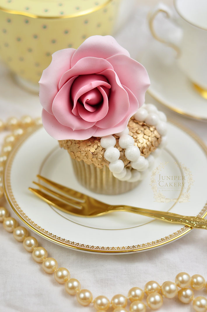 How to design and decorate a couture-inspired cupcake