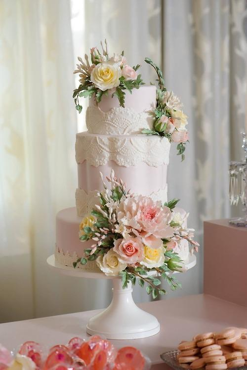 Blush Sugar Flower Cake by Bluprint member Alex Narramore