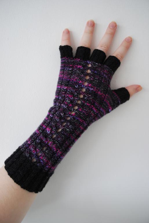 Honey Quartet free fingerless gloves knitting pattern